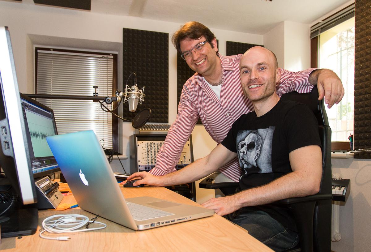 Alexis Krüger und Danny Mengemann bei den Hörbuch-Aufnahmen